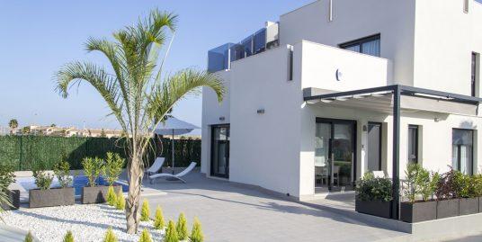 Schöne Neubau-Villa, 6 Zimmer, mit Pool in guter Lage von Torrevija, Costa Blanca