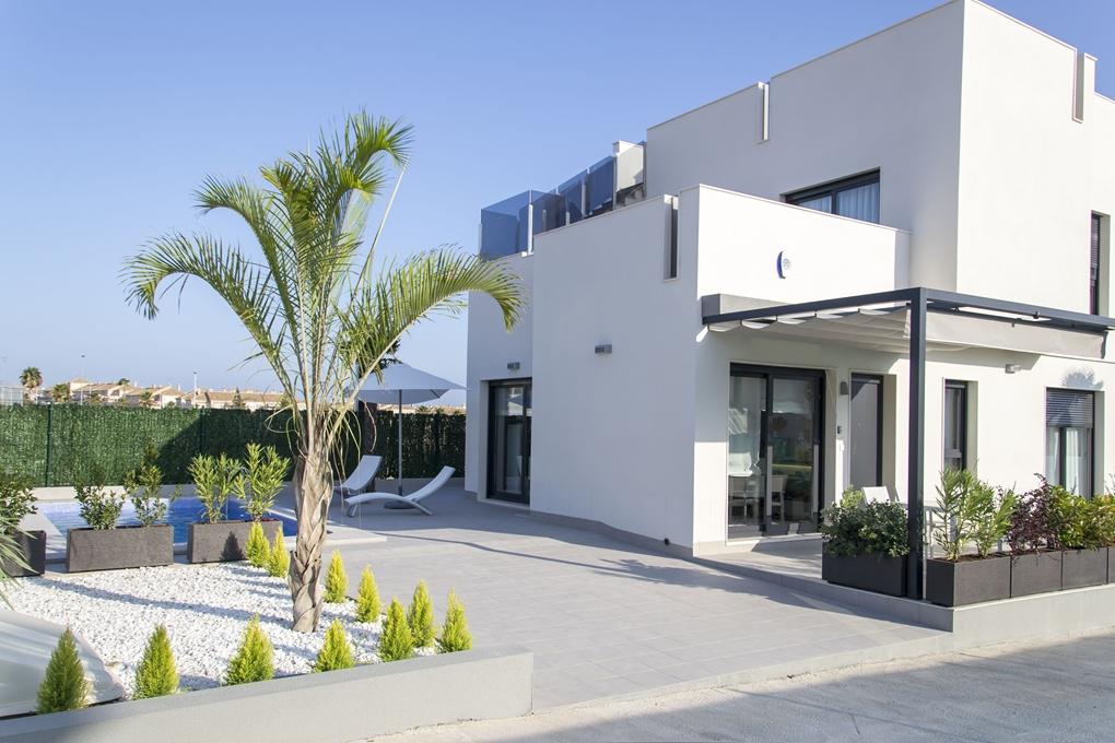 Schöne Villa, 7 Zimmer, mit Pool in guter Lage von Torrevieja, Costa Blanca
