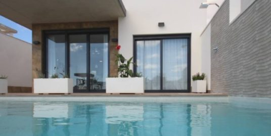 Villa GEMMA, 4 / 5 Zimmer, Mit Pool in bester Lage von Campoamor, Costa Blanca, 350 Meter vom Strand