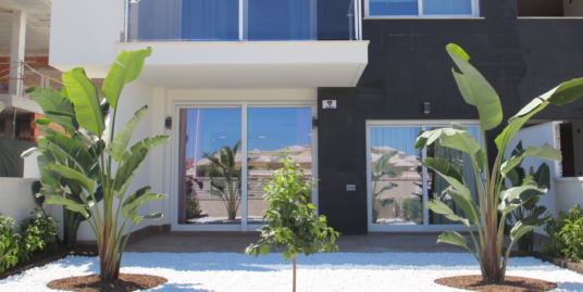 Bungalow 4 Zimmer, Mit Pool In Zentraler Lage Von Torrevieja, Costa Blanca