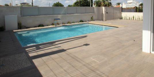Villa, 7 Zimmer, Mit Pool In zentraler Lage von Torrevieja, Costa Blanca